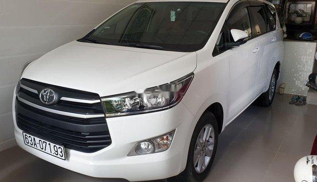 Bán Toyota Innova E MT năm sản xuất 2017, màu trắng, chính chủ