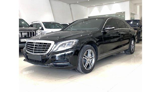 Mình cần bán một xe Mercedes S400 đời 2016, màu đen, nhập khẩu, siêu đẹp