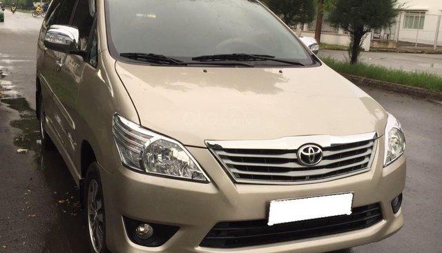 Cần bán Toyota Innova E đời 2013, màu vàng giá cạnh tranh