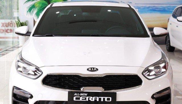 Cần bán xe Kia Cerato sản xuất 2019, màu trắng, giá 615tr