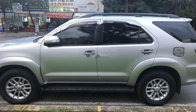 Bán ô tô Toyota Fortuner năm 2014, màu bạc