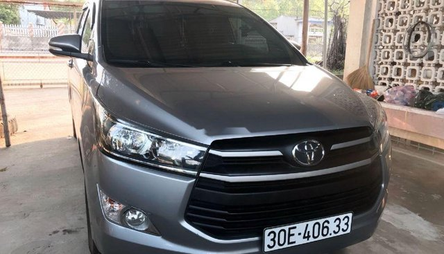 Bán xe Toyota Innova E sản xuất 2017, màu bạc, nhập khẩu