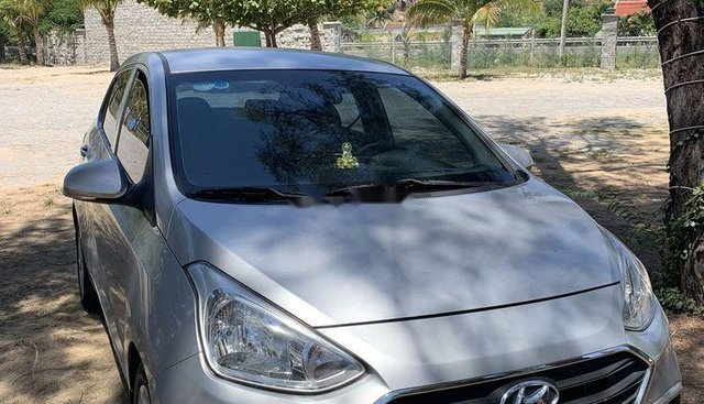 Chính chủ bán Hyundai Grand i10 đời 2017, màu bạc