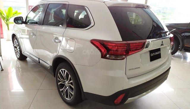 Bán Mitsubishi Outlander năm 2019, màu trắng, lắp ráp nguyên chiếc giá 808 triệu đồng