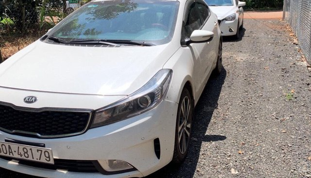Cần bán xe Kia K3 MT đời 2018, màu trắng