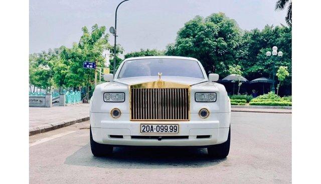 HCM: Rolls-Royce Phantom VII mạ vàng