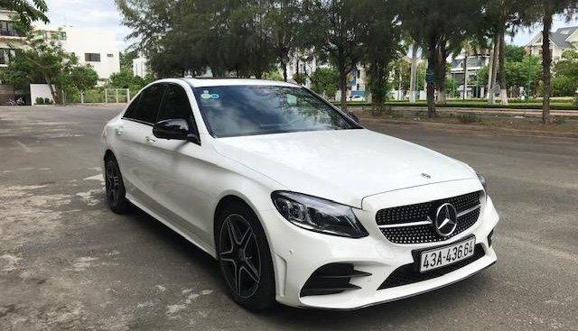 Cần bán xe Mercedes C300 AMG 2019, màu trắng, mới 99.9%