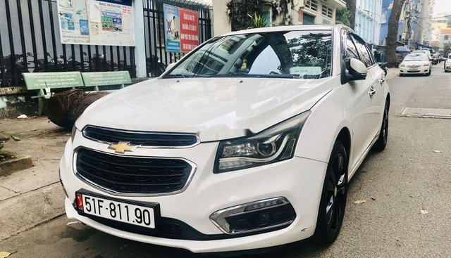 Cần bán lại xe Chevrolet Cruze sản xuất năm 2016, màu trắng số tự động, giá chỉ 463 triệu