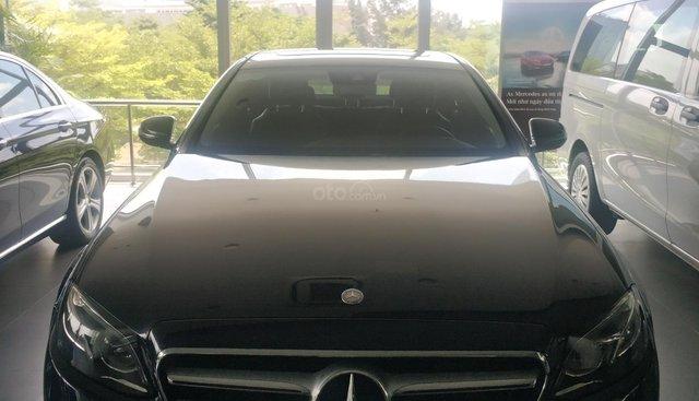 Bán Mercedes E250 2017, lướt 25500km, giá nhẹ như lướt
