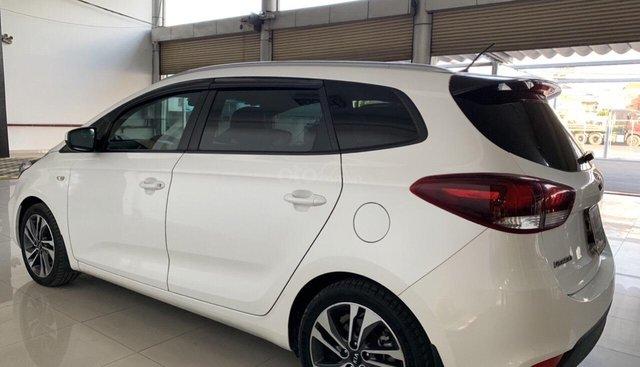 Bán Kia Rondo GMT 2.0 màu trắng, số sàn, máy xăng, sản xuất 2017 mẫu mới