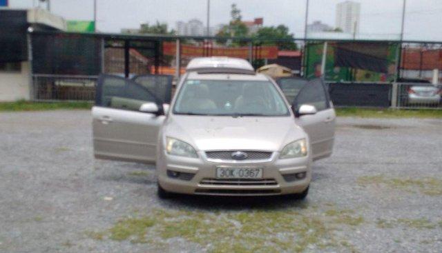 Gia đình bán lại xe Ford Focus đời 2007, màu vàng cát