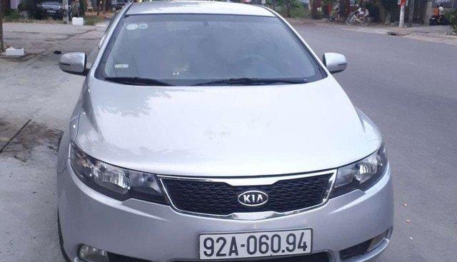 Cần bán Kia Forte đời 2011, màu bạc, 320 triệu