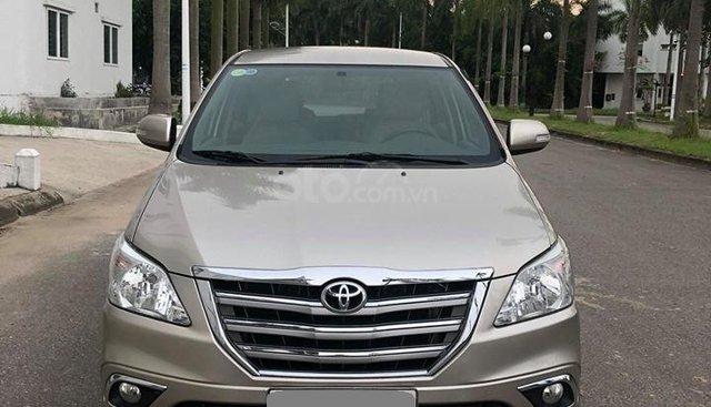 Bán Toyota Innova V 2015 số tự động, màu vàng cát, xe đi giữ gìn cẩn thận
