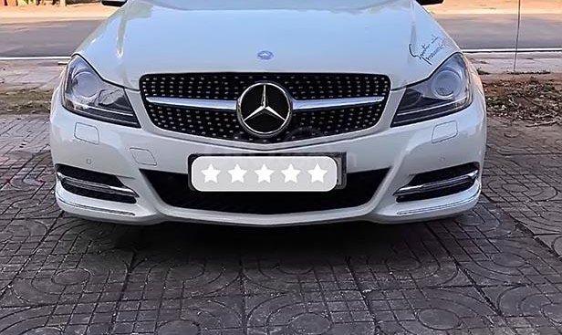 Bán Mercedes C200 2012, màu trắng