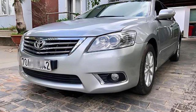 Chính chủ bán xe Toyota Camry 2.4G 2012, màu bạc