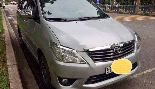 Bán Toyota Innova 2013, màu bạc số sàn