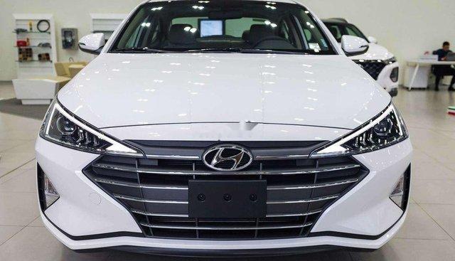 Bán Hyundai Elantra Facelift đời 2019, màu trắng