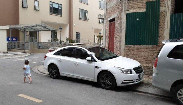 Cần bán Daewoo Lacetti đời 2010, màu trắng, nhập khẩu nguyên chiếc