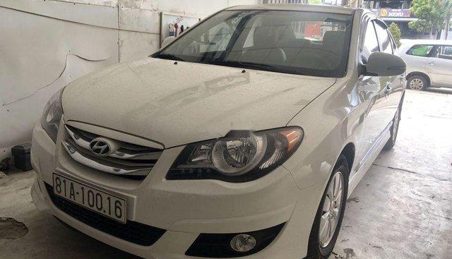 Cần bán Hyundai Avante 1.6 MT sản xuất 2016, màu trắng, giá 390tr