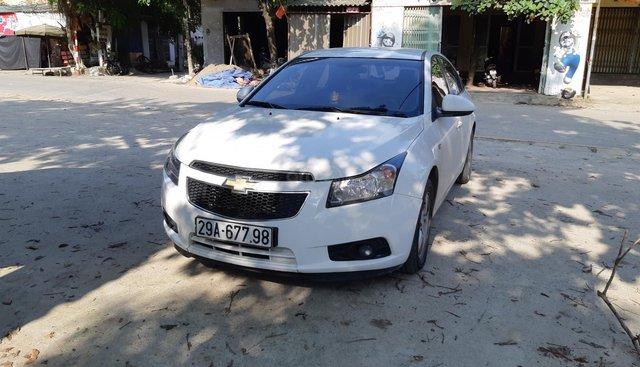 Tôi cần bán xe Chevrolet Cruze 2013 màu trắng, xe đi ít, xe số sàn, đã đi 80.000km, vui lòng liên hệ để xem xe