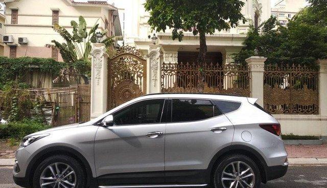 Cần bán xe Hyundai Santa Fe 2.2 4WD 2017, màu bạc chính chủ