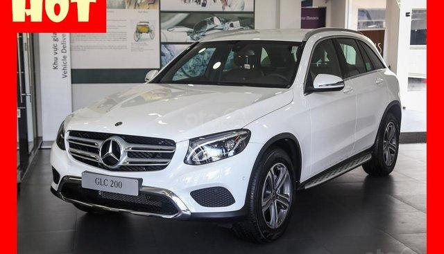 Bán xe Mercedes GLC200, màu trắng nội thất đen, đăng kí 2019 mới chính hãng