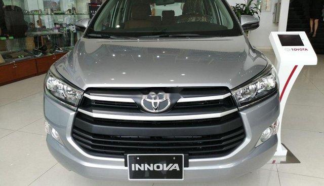 Bán xe Toyota Innova sản xuất năm 2019, màu bạc, giá tốt