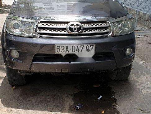 Cần bán lại Toyota Fortuner đời 2010, màu xám, giá 580tr