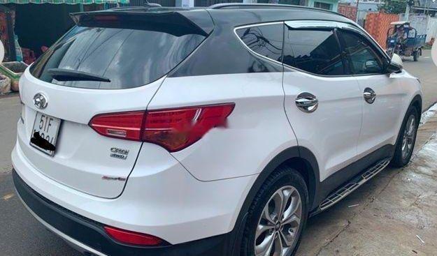 Cần bán Hyundai Santa Fe AT đời 2015, màu trắng
