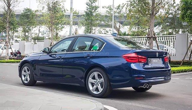 Bán xe BMW 320i 2018, màu xanh lam, nhập khẩu