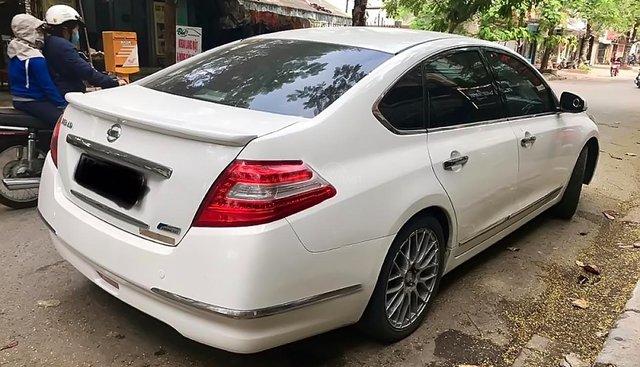 Cần bán Nissan Teana 2.0 AT đời 2010, màu trắng, nhập khẩu