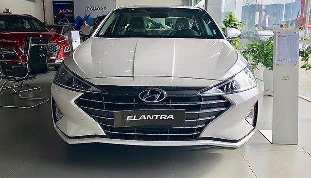 Bán Hyundai Elantra 1.6 AT sản xuất năm 2019, màu trắng, giá tốt