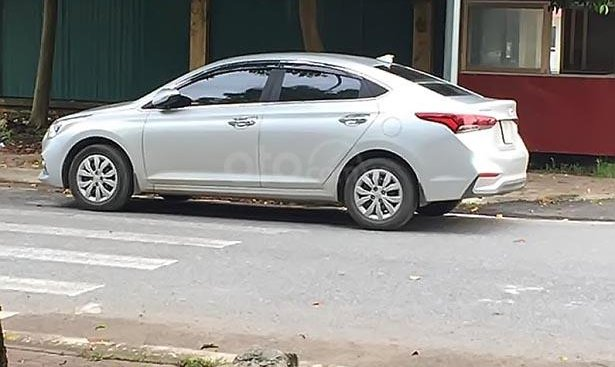 Bán Hyundai Accent 1.4 MT Base đời 2018, màu bạc, 410tr