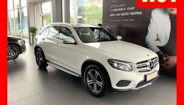 Bán xe Mercedes GLC200 màu trắng, nội thất đen đăng kí 2019 mới chính hãng, hỗ trợ trả góp ưu đãi