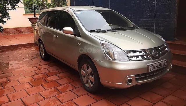 Cần bán xe Nissan Grand Livina 1.8 AT đời 2011 xe gia đình