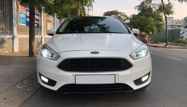 Cần bán Ford Focus hatchback đời 2017, màu trắng, full đồ chơi