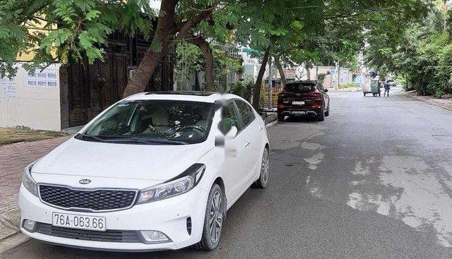 Cần bán Kia Cerato đời 2017, màu trắng, nhập khẩu