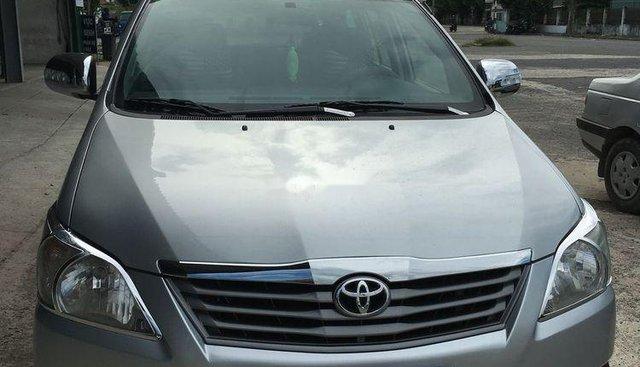 Cần bán Toyota Innova 2.0 2013, màu bạc, chính chủ