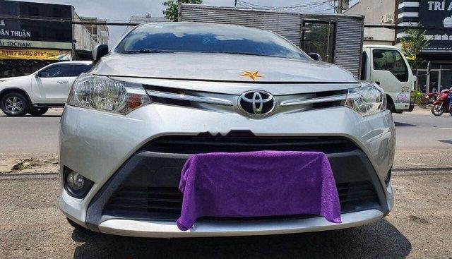 Cần bán lại xe Toyota Vios 2017, màu bạc, số sàn