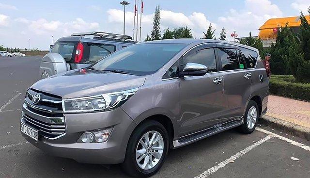 Bán Toyota Innova 2.0E đời 2017, màu xám số sàn