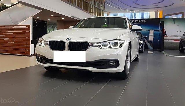 Cần bán BMW 320i 2018, màu trắng, nhập khẩu