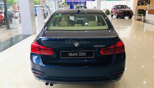 Bán BMW 3 Series 320i đời 2018, màu xanh lam, xe nhập