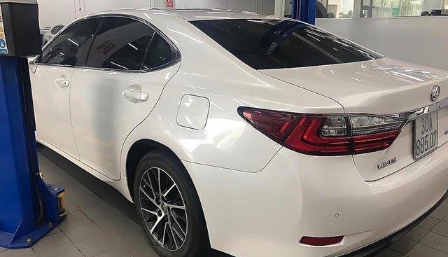 Chính chủ bán Lexus ES 350 sản xuất năm 2016, màu trắng, nhập khẩu
