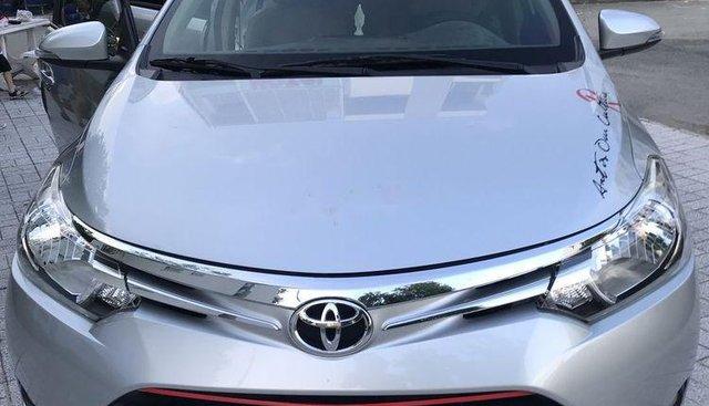Chính chủ nữ bán xe Toyota Vios sản xuất 2017, màu bạc, nhập khẩu