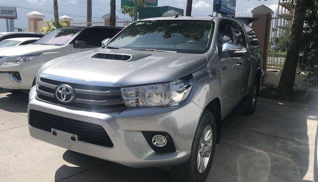 Bán Toyota Hilux đời 2015, màu bạc, nhập khẩu, xe nhà sử dụng
