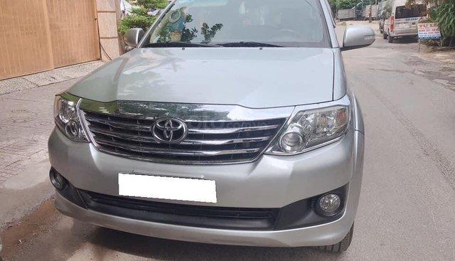 Bán xe Toyota Fortuner đời 2012, màu bạc số sàn