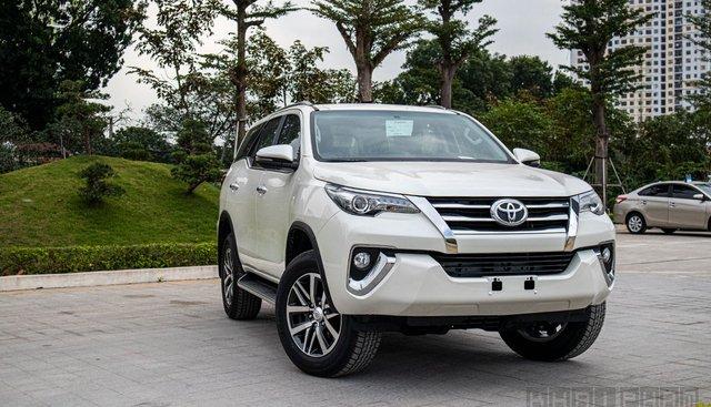 Đẩy hàng tồn, Toyota Fortuner giảm giá mạnh tại đại lý