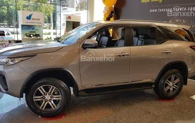 Toyota Tân Cảng bán Fortuner máy dầu số sàn 2020- Mừng Tết Canh Tý bán giá hợp lý-xe giao trước Tết-LH 09019233992