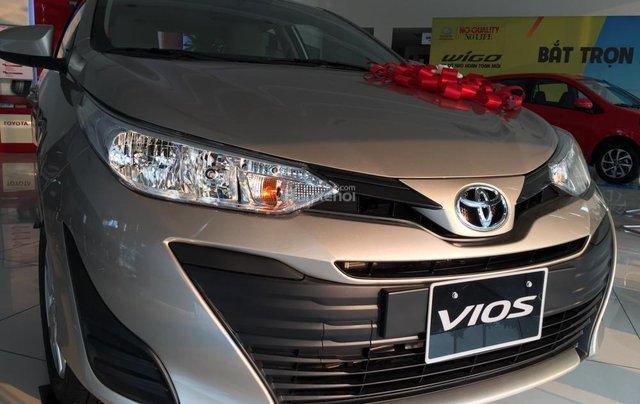 Toyota Vios E MT phiên bản 2019 khuyến mại cực lớn trong tháng, trả góp lên đến 80% - Lh: 0906.34.11.11 Toyota Hải Dương2
