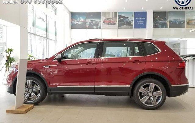 SUV 7 chỗ Tiguan Allspace màu đỏ ruby giao ngay - Xem và lái thử xe tại nhà, hotline: 090.898.8862 (Mr. Anh Quân)16